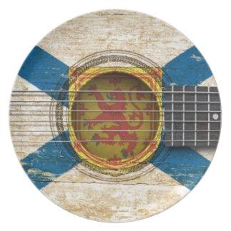 Guitarra acústica vieja con la bandera de Nueva Es Platos De Comidas