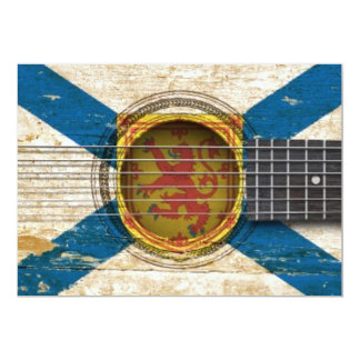 """Guitarra acústica vieja con la bandera de Nueva Invitación 5"""" X 7"""""""