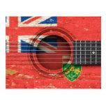 Guitarra acústica vieja con la bandera de Ontario Postal