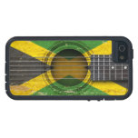 Guitarra acústica vieja con la bandera jamaicana iPhone 5 protectores