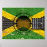 Guitarra acústica vieja con la bandera jamaicana poster