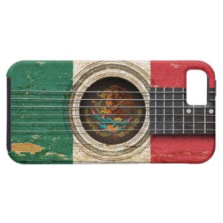 Guitarra acústica vieja con la bandera mexicana iPhone 5 carcasas