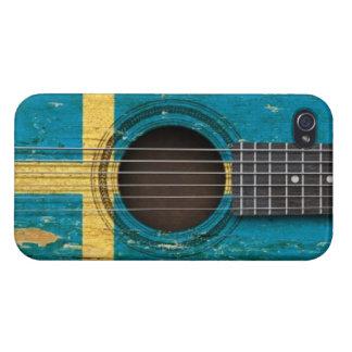 Guitarra acústica vieja con la bandera sueca iPhone 4/4S funda