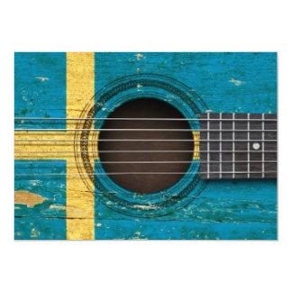 Guitarra acústica vieja con la bandera sueca invitacion personalizada