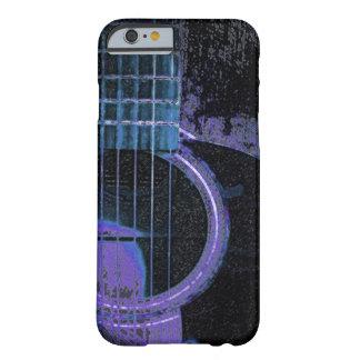 Guitarra azul púrpura negra en la cubierta del funda de iPhone 6 slim