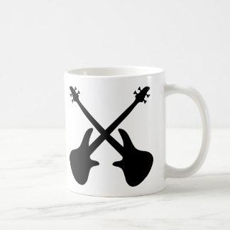 guitarra baja cruzada tazas