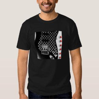 guitarra checkerboarded remera