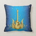 Guitarra coa alas de oro almohadas