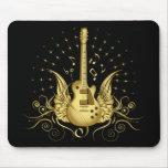 Guitarra coa alas de oro tapetes de raton