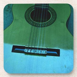 Guitarra de la aguamarina posavasos de bebidas
