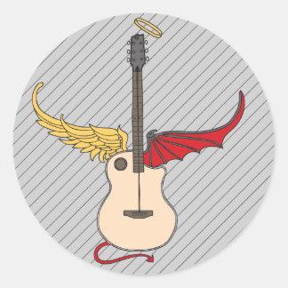 Guitarra de la doble personalidad (con halo de la pegatina redonda