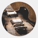 Guitarra de la música country en el fondo de cuero pegatina redonda