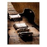 Guitarra de la música country en el fondo de cuero tarjetas postales