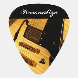 Guitarra del instrumento el   plumilla de guitarra