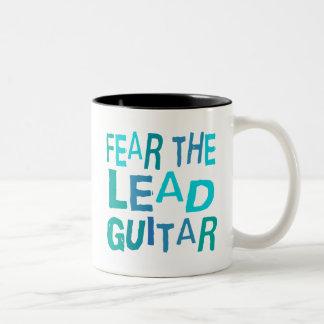 Guitarra divertida de la ventaja taza