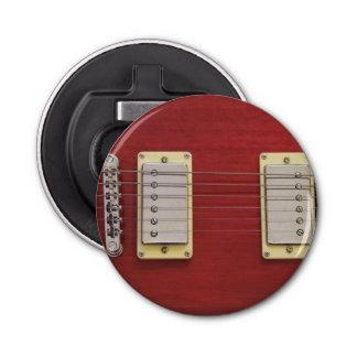 Guitarra eléctrica roja abrebotellas redondo
