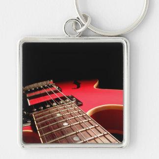 Guitarra eléctrica roja llavero cuadrado plateado