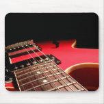 Guitarra eléctrica roja tapete de ratones