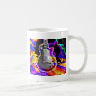 Guitarra eléctrica y llamas psicodélicas taza básica blanca