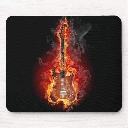 Guitarra llameante de la roca tapetes de ratones