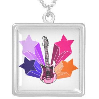 Guitarra pegada estrella colgante cuadrado