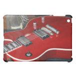 Guitarra roja en el amperio