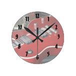 Guitarra roja en el amperio reloj de pared
