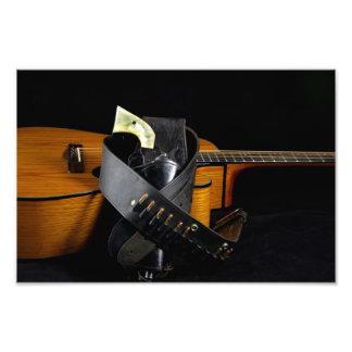 Guitarra y arma foto