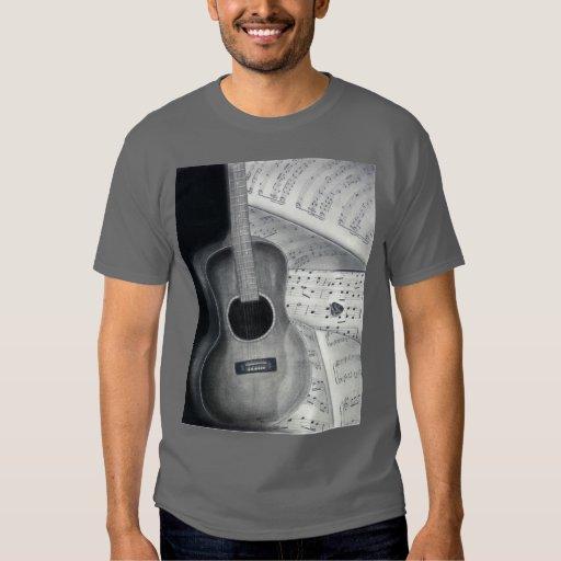 Guitarra y camiseta de la partitura polera