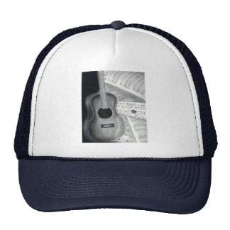 Guitarra y gorra de la partitura