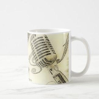Guitarra y micrófono del vintage taza