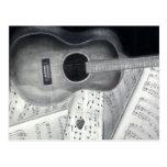 Guitarra y postal de la partitura