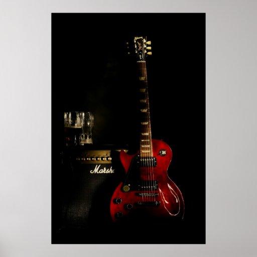 Guitarra y poster del amperio