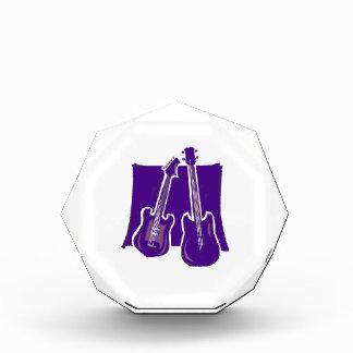 guitarra y purple.png estilizado bajo