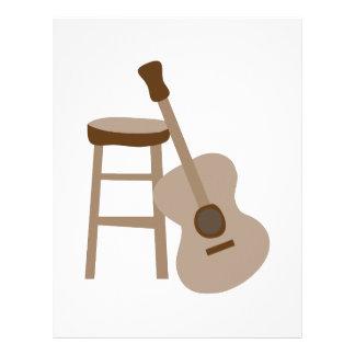 Guitarra y taburete membrete a diseño