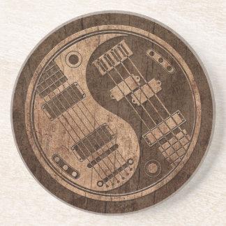 Guitarra y Yin bajo Yang con el efecto de madera d Posavasos Para Bebidas