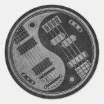 Guitarra y Yin bajo Yang con textura oscura Etiqueta Redonda