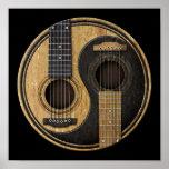 Guitarras acústicas viejas y gastadas Yin Yang Impresiones