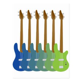 Guitarras bajas coloridas tarjeta postal