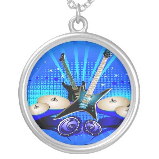 Guitarras eléctricas, tambores y altavoces azules collar
