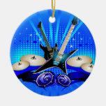 Guitarras eléctricas, tambores y altavoces azules ornamentos para reyes magos