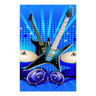 Guitarras eléctricas, tambores y altavoces azules papeleria de diseño