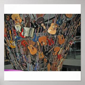Guitarras en un árbol póster