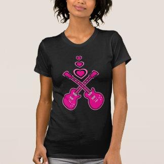 Guitarras lindas y corazones rosados y negros camisetas