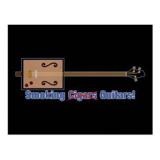 Guitarras que fuman de la caja de cigarros postal