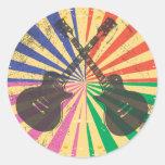 Guitarras retras del Grunge en fondo del starburst Pegatina Redonda