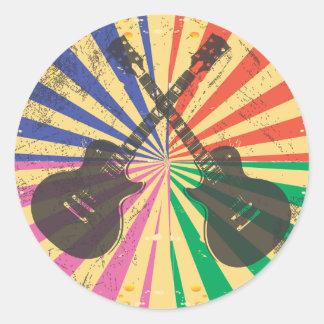 Guitarras retras del Grunge en fondo del starburst Etiqueta Redonda