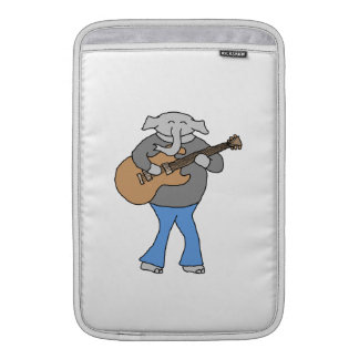 Guitarrista. Elefante que toca la guitarra eléctri Fundas MacBook