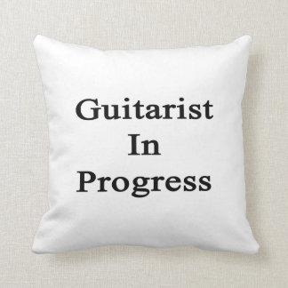Guitarrista en curso almohada