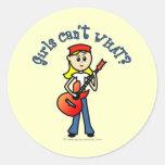 Guitarrista ligero del chica etiqueta redonda
